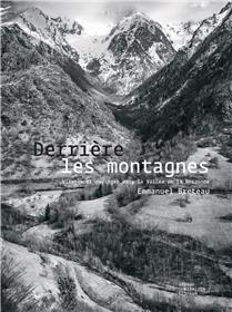 Derrière les montagnes